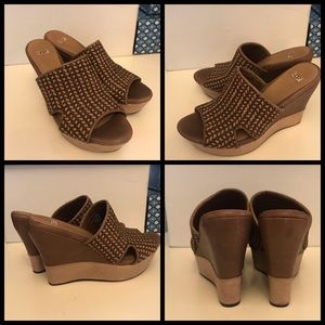 Fancy comfortable Ugg wedges S9. Absolutely fun!